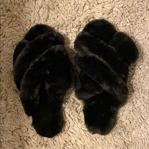 Black fluffy slippers size L (9-10)